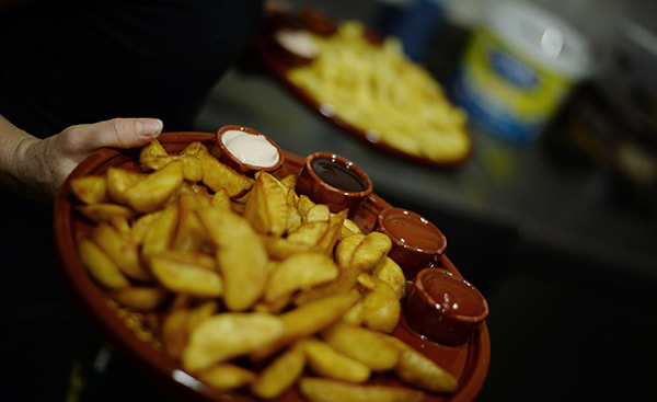 Tablas de patatas con 4 salsas